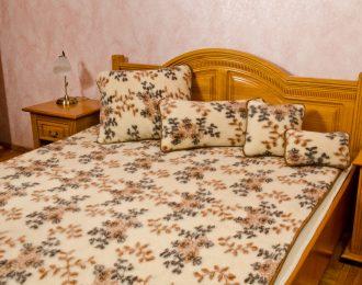 """Komplet wełniany= kołdra , podkład + 2 poduszki 40 x 60 """"Standard Ambasador """""""