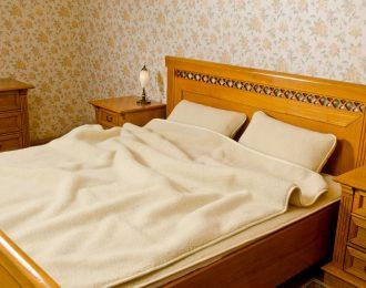 """Komplet wełniany= kołdra + 2 poduszki 40 x 60 """"Standard BARANEK ECRU"""""""